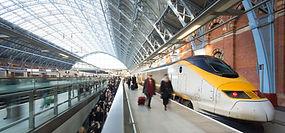 London Train Tube station Blur people mo