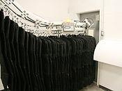 автоматический склад униформы, автоматическая дверь выдачи униформы, склад хранения униформы для казино, склад хранения спецодежды автоматизированный