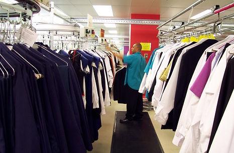 Конвейер для одежды склад, автоматический склад выдачи униформы, хранение и выдача униформы, склад хранения rfid одежды, сокращение складских помещений с одеждой, автоматический гардероб для одежды, гардероб автоматический, автоматизированный гардероб, гардероб для фитнеса, гардероб для казино, гардероб для музея автоматический