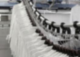 конвейер червячный для одежды, конвейер для швейного производства, конвейер для склада одежды, конвейер для униформы, оборудование для швейного производства, оборудование для прчечной фабрики, конвейер для одежды, транспортёр для одежды