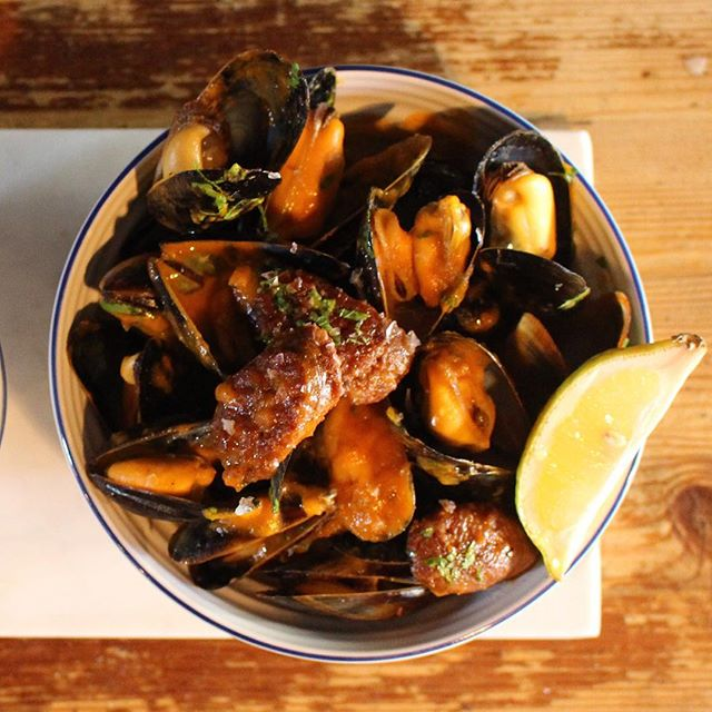 Mussels with chorizo anyone___ #yummy 😋