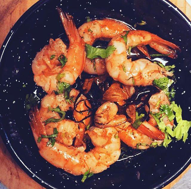 Gambas Al Ajillo ( prawns with garlic) d