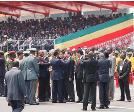 刚果共和国总统为中江公司董事长授勋