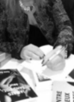 June Summer signer dédicaces salon livre