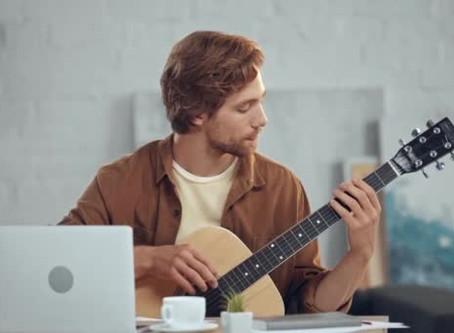 Hoe kies je een cursus gitaar spelen in 2020?