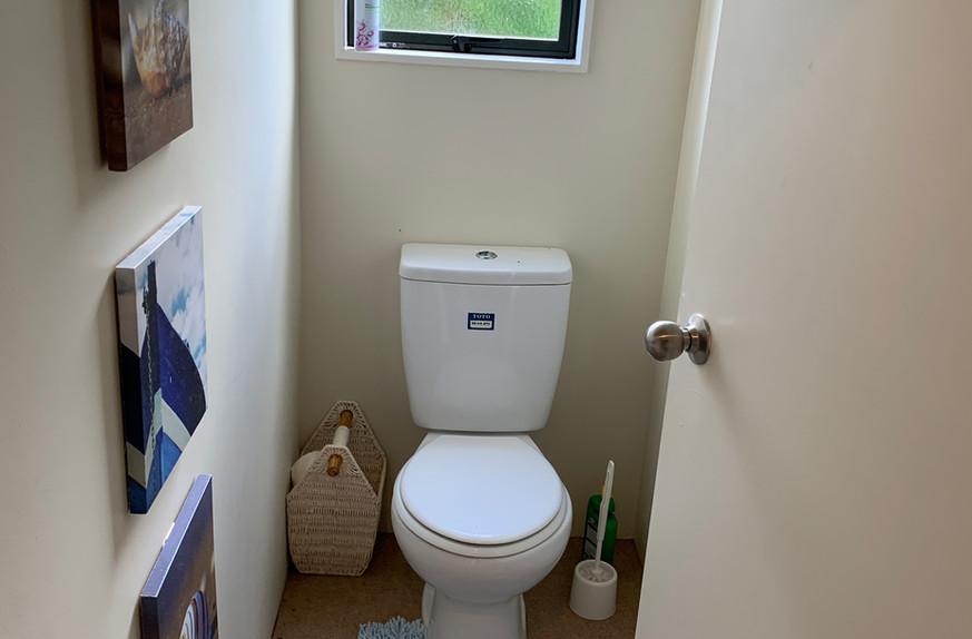 Ref 18 toilet