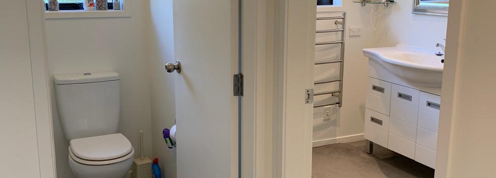 Ref 64 bathroom/toilet