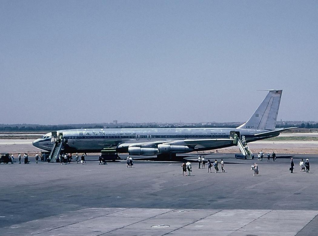 Airport_005_Boeing 707_N324F_El_Al_Flyin