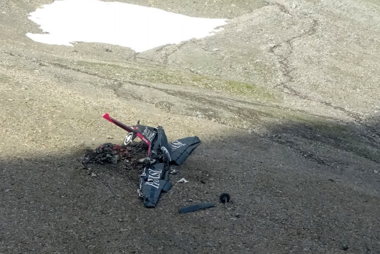 The wreckage of HB-HOT on a Swiss mountainside (Swiss TSB)