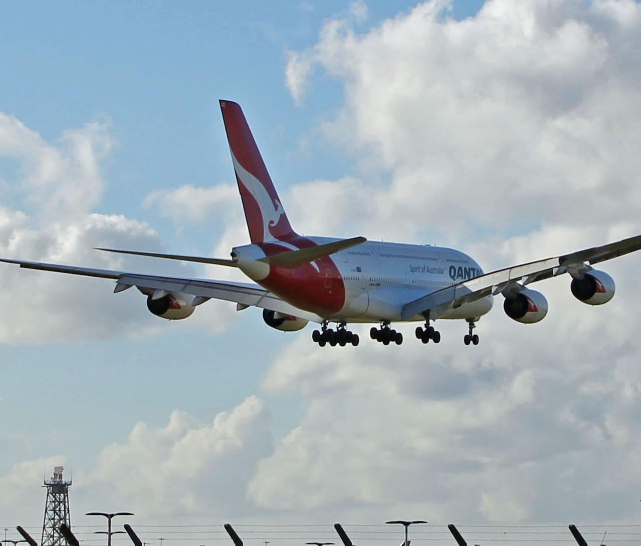 005_Giant arrival_QF A380_kevan james