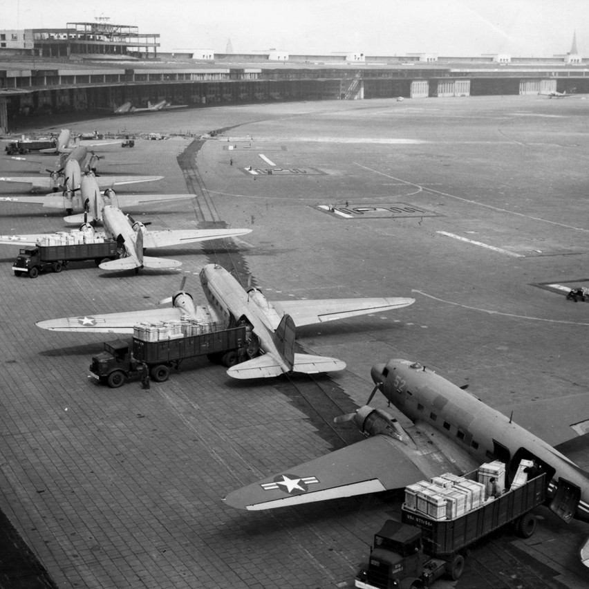 006_Berlin_Tempelhof_1948_2_Author's col