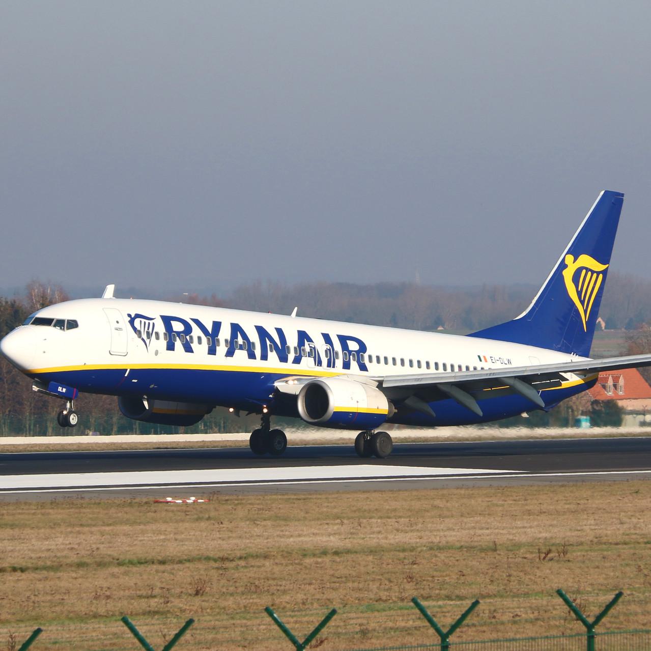 013_Tyler McDowell_3382_Ryanair 737
