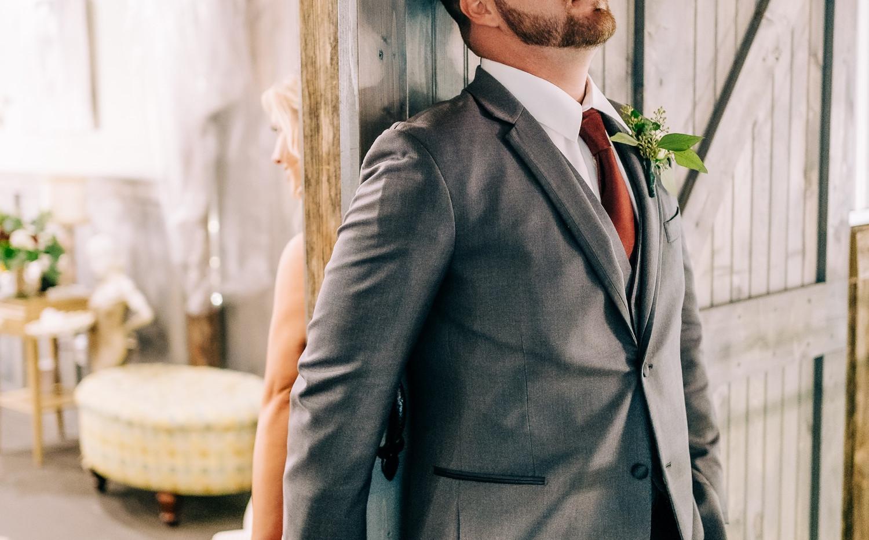 groom handhold.jpg