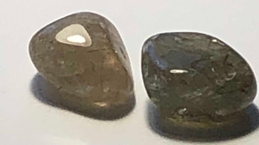 Une pierre roulée de Quartz fumé