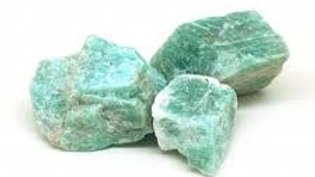 Une pierre brute d'amazonite