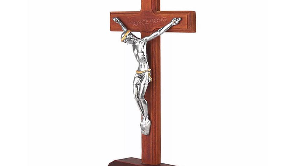 Crucifix en bois sur pied