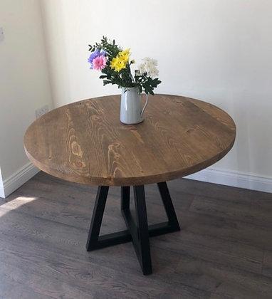 The Monton. Round Table