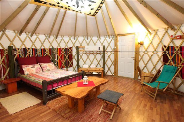 אוהל מונגולי זוגי מפוארjpeg