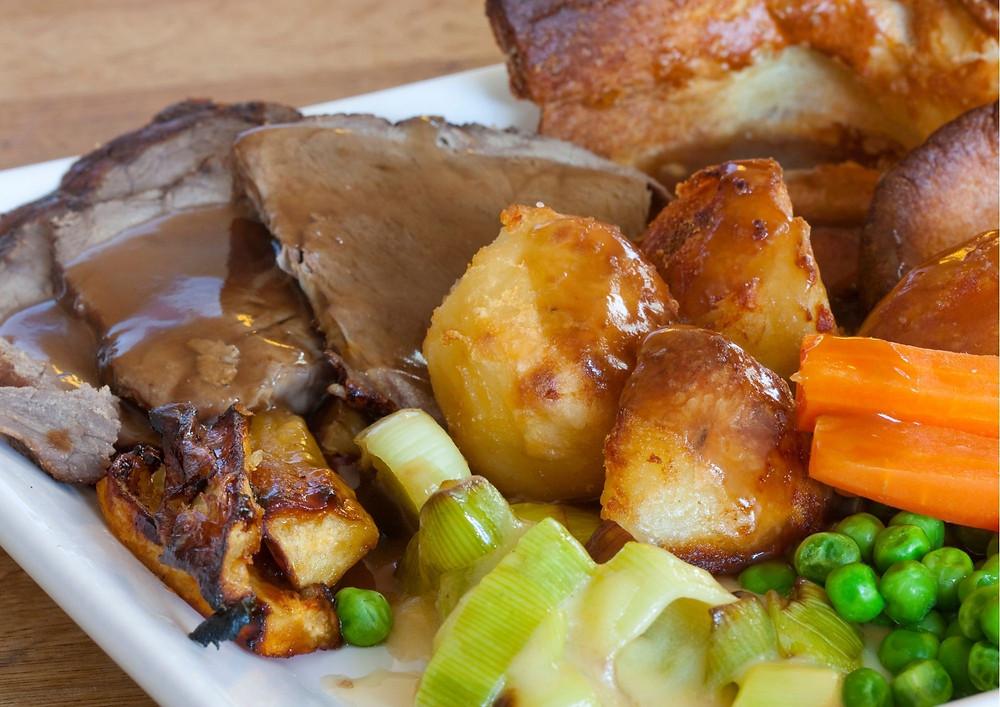 Sunday-roast-on-a-canal-boat