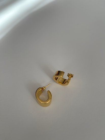 GOLD BOLD OVAL EARRING