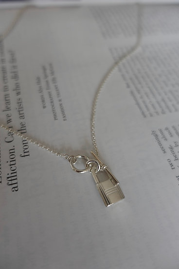 LOCK TOGGLE NECKLACE