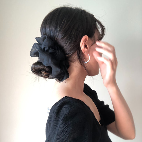 OVERSIZED ORGANZA SCRUNCHIE BLACK
