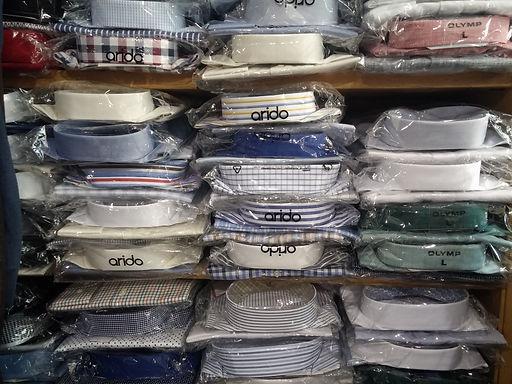 Auswahl unserer vielseitigen Hemden Auswahl. Ob kurzarm, langarm, übergrößen oder slim fit wir bieten verschiedenste Passformen an und führen auch Maßänderungen durch