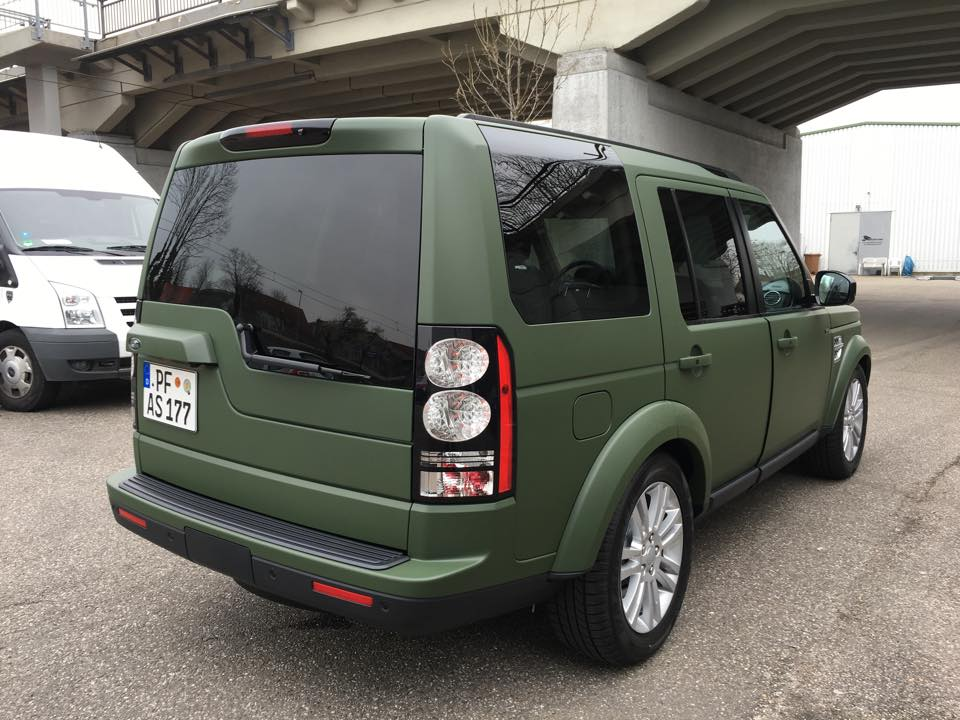 Land_Rover_Discovery_Nato-Oliv-Grün_4