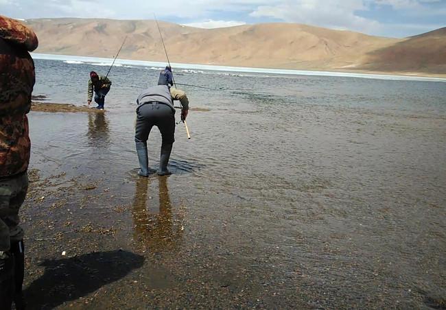 Рыбалка на Монгольском озере.