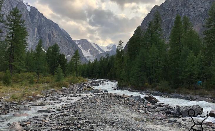 Горное ущелье Ак-Тру. Алтай-Этнотур.