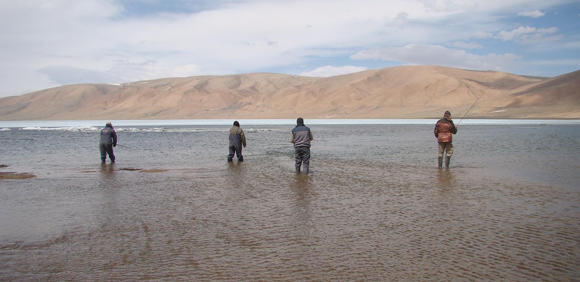 Рыбалка на монгольских озерах.