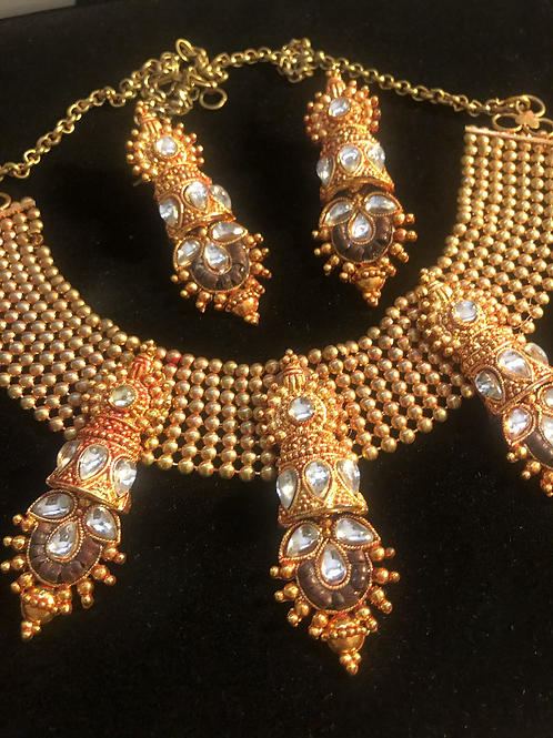 Stunning Gold Tone Necklace & Earring Set