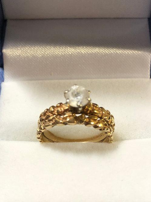 10K Gold Stunning Ring