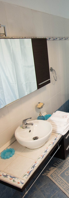 Guestroom 1 - Bathroom