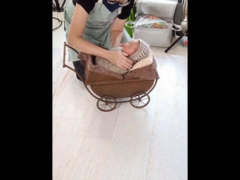 Behind the scenes on a newborn session at customer's place (part 1)