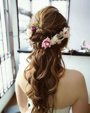 Half up hairatyle for the lovely bride!