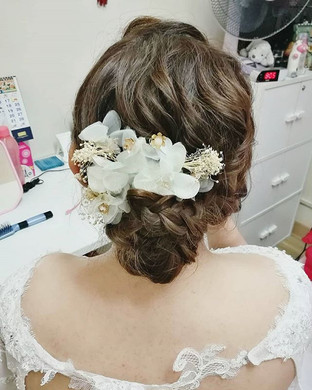 Low bun updo for the lovely bride! ❤👰