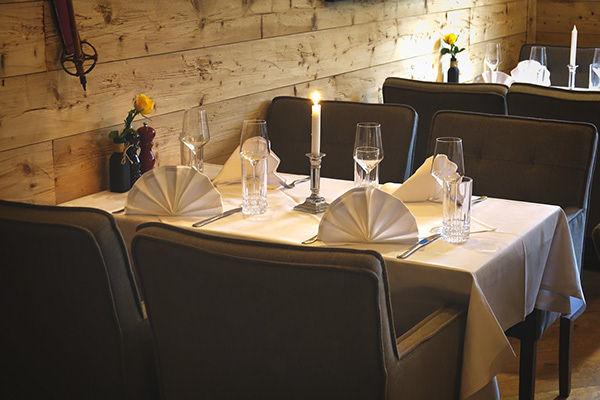 Tisch 2 (2 - 4 Personen)