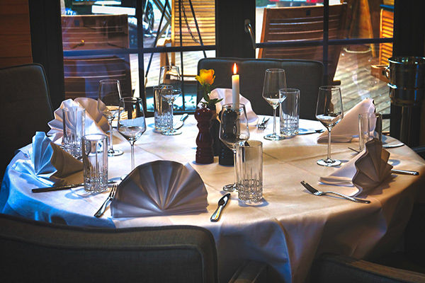 Tisch 7 (5 - 6 Personen)