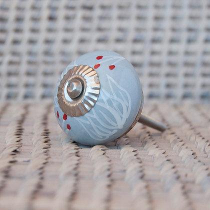Tirador gris detalles blanco y rojo