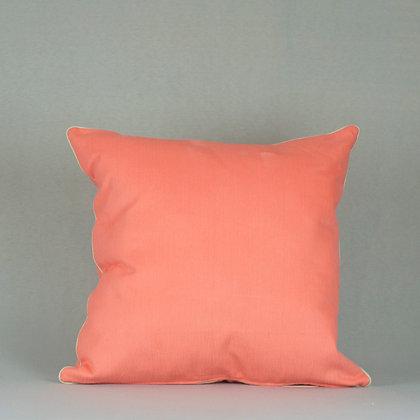Almohadón naranja con vivo beige