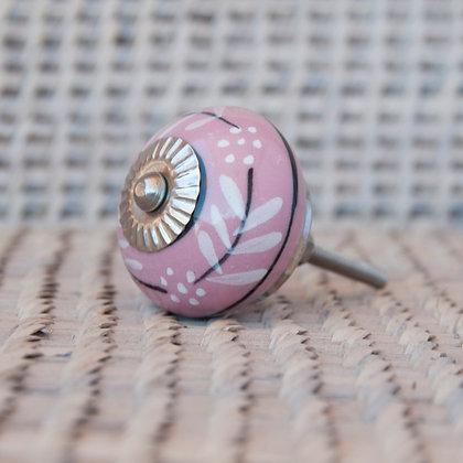 Tirador rosado detalles blanco y negro