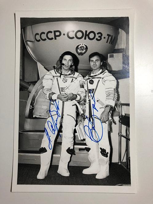 Soyuz TM-8 SIGNED photo COSMONAUTS Commander- Viktorenko and Serebrov