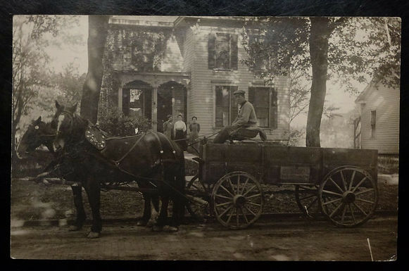 VINTAGE Horse and Wagon Family home  in 1910 OHIO