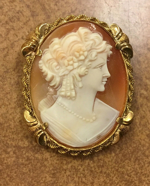 Vintage 18K Yellow Gold Cameo Pendant or Brooch