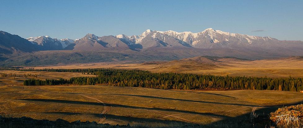 Вид на Северо-Чуйский хребет с одного из холмов Курайской степи.