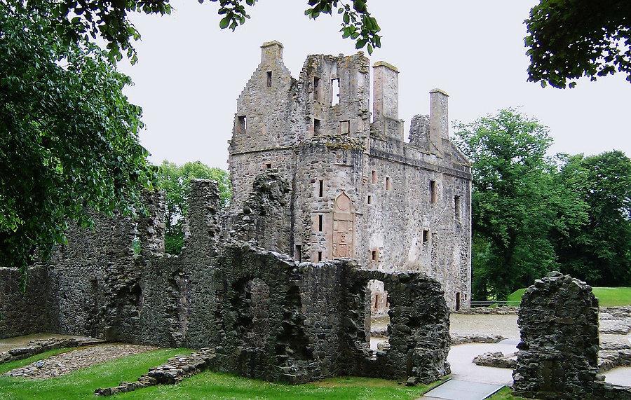 huntly-castle-1230059_edited.jpg