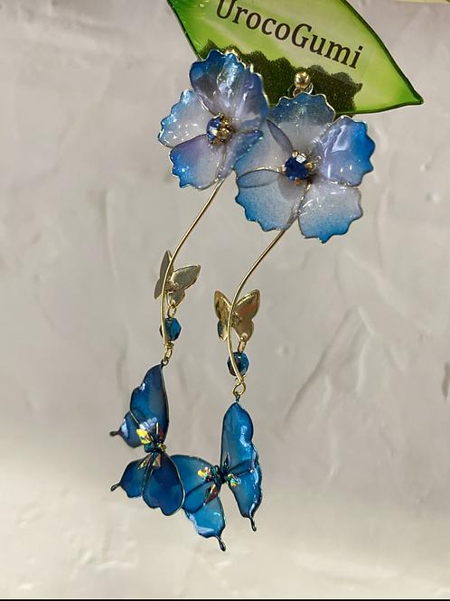 小花と青い蝶