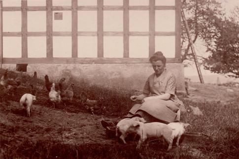 Frau mit Tieren.jpg