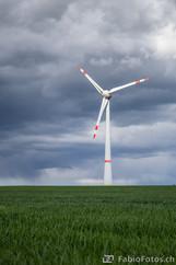 Windrad im Sturm - nahe Zeulenroda, Deutschland